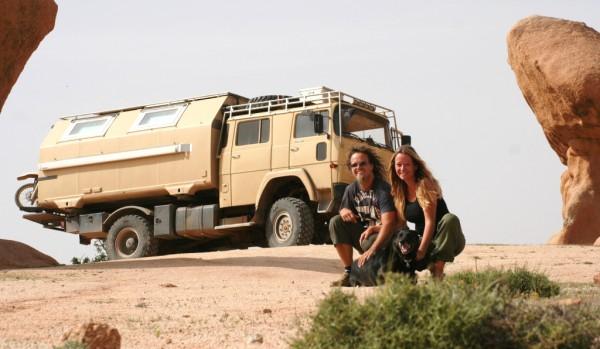 Simone und Olaf Patt bereisen mit ihrem Magirus die Wüste von Marokko.