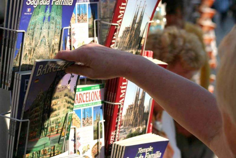 Zahlreiche Reiseführer haben eine kleine Einführung zur Sprache angehängt. Doch meistens reicht das nicht. Foto: Uwe Steinbrich / pixelio.de