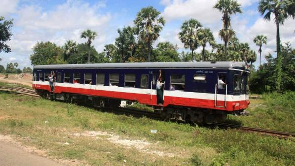 Auf gewissen Strecken darf man nur die staatliche Eisenbahn, Schiffe oder Fähren verwenden.
