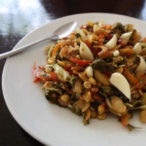 Eine der leckersten Speise Myanmars: Teeblattsalat.