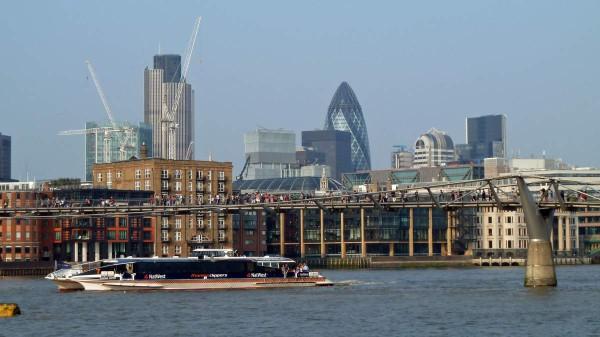 Bootsfahrten auf der Themse sind mit dem Thames Clipper besonders günstig. Foto: Heike / Pixelio.de