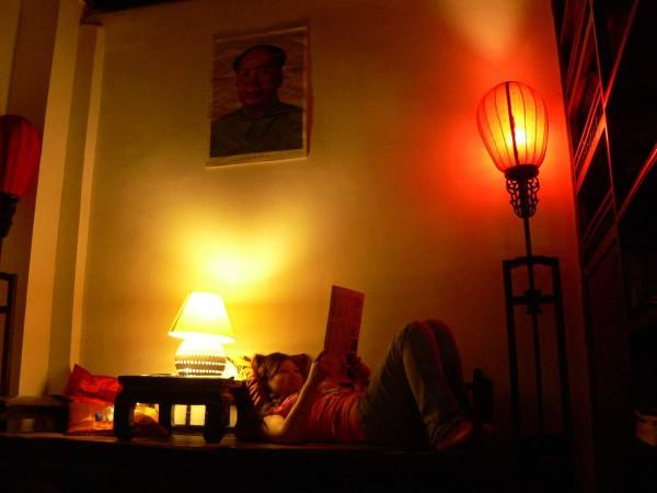 Aufenthaltsraum des Sleepy Inns in Beijing. Foto: Oliver Zwahlen