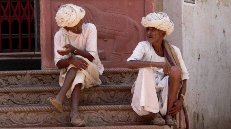 Im historischen Pushkar trifft man immer wieder auf Menschen in der traditionellen Kleidung der Wüstenbewohner.