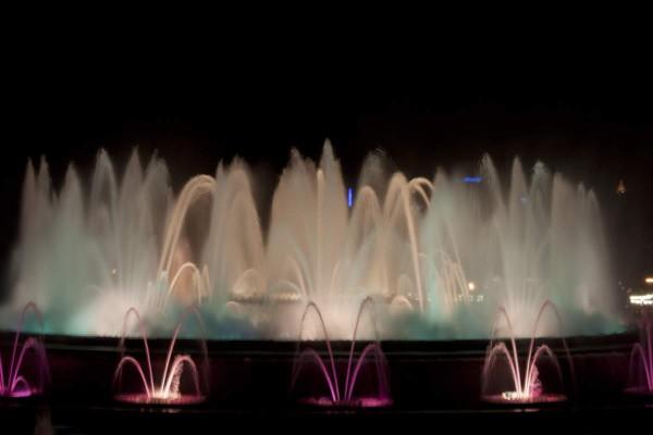 Brunnen an der Placa d´Espanya gibt es fast jeden Abend eine Wasser- und Lichtshow. Foto: Maja Benke.
