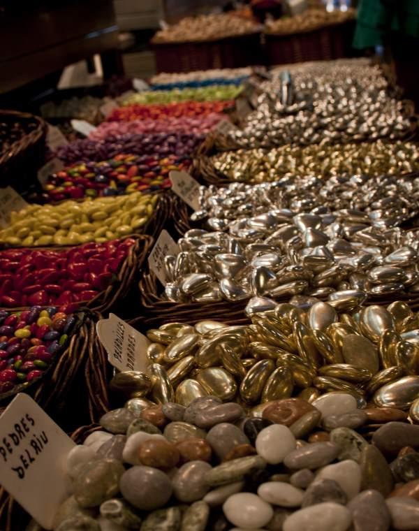 """Süßigkeiten auf dem Markt """"Mercat de la Boqueria"""". Foto: Maja Benke"""