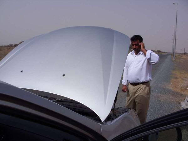 Driverguides helfen auch in ganz heissen Sitationen wie hier in der Wüste der Emirate.