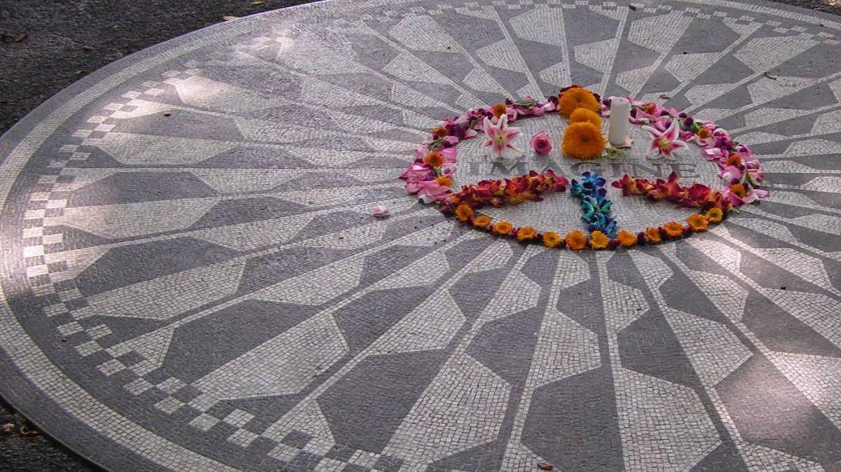 Das Strawberry Field Denkaml im Central Park von New York! In der Nähe wurde John Lennon erschossen. Foto: Christine Schmidt  / pixelio.de