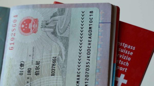 Retour-Kutsche: Es wird immer schwieriger für uns, ein chinesisches Visum zu beantragen. Foto: Oliver Zwahlen