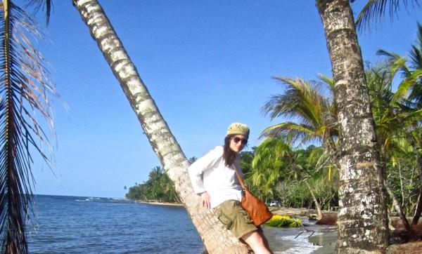 Die Autorin dieses Berichts am Strand von  Manzanillo in der Nähe von Puerto Viejo. Foto: Mariya Anastasova.
