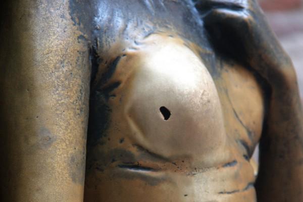 Etwas abgegriffen: Das Berühren der rechten Brust Julias gehört zur festen Ritual der Besucher.