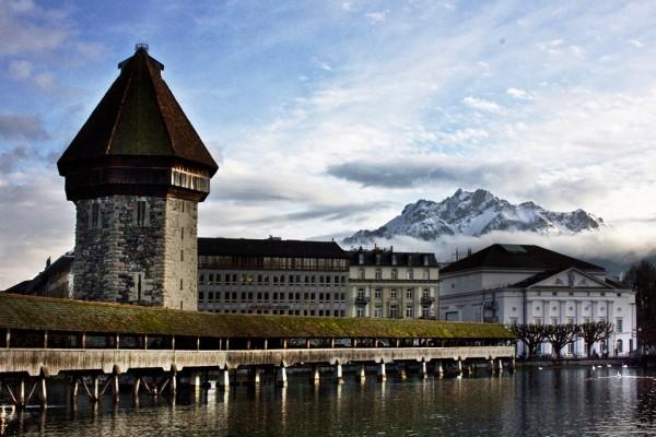 Wahrzeichen einer Region: Die Kapellbrücke in Luzern. Foto: Horst Michael Lechner / Wikimedia