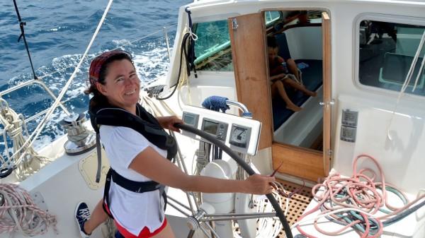 Auf Kurs: Nathalie Müller steuert die Marlin, das Segelschiff der Familie.