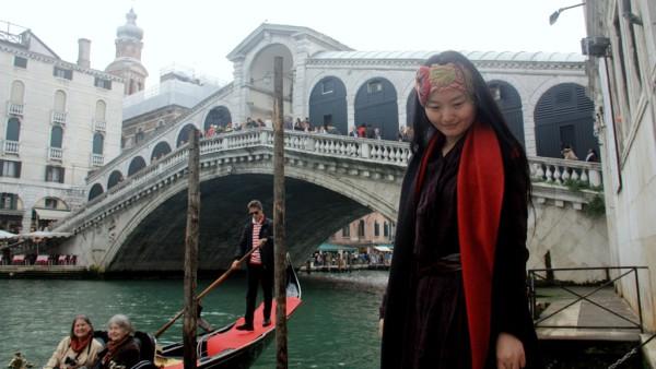 Dunstiges Wetter bei der Rialtobrücke.