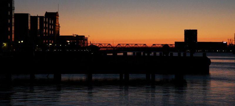 Abendlicher Blick auf den Stadthafen. Foto: Leonie Reuter.
