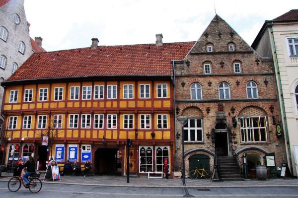 Alte Fachwerkhäuser im Zentrum von Aalborg. Foto: Leonie Reuter.
