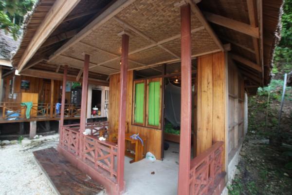 In diesem bescheidenen Bungalow des Resorts Lestari Kadidiri habe ich gewohnt.