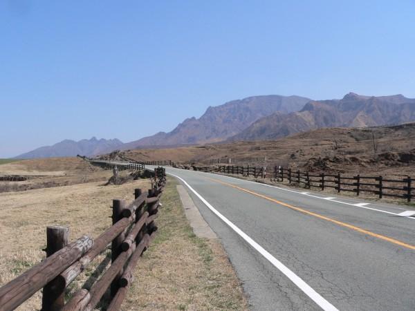 Landstraße auf Kyushu: Bei einer Höchstgeschwindigkeit von 60 Stundenkilometern dauern die meisten Autofahrten lange.