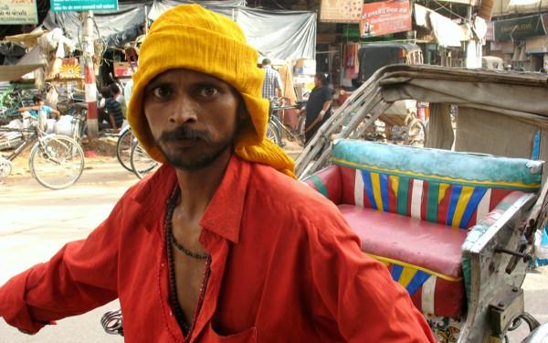 Bedrohlicher Blick: Rikschafahrer in Varanasi.