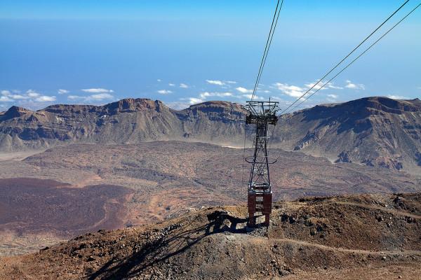 Die Seilbahn auf den Teide führt über diese Abgründe: Foto: Ruben Nadador / Flickr