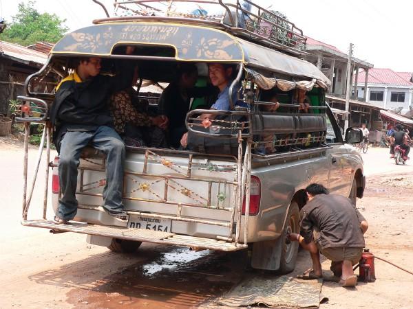 In lokalen Transportmitteln durch Laos: Ein tolles Abenteuer, aber auch ein anstrengendes. Foto: Oliver Zwahlen