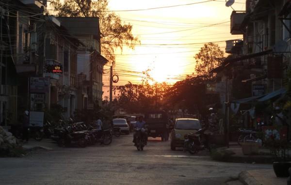 Abendstimmung in Kampot: Die Kleinstadt im Süden von Kambodscha hat es der Autorin angetan. Foto: Sarah Althaus.