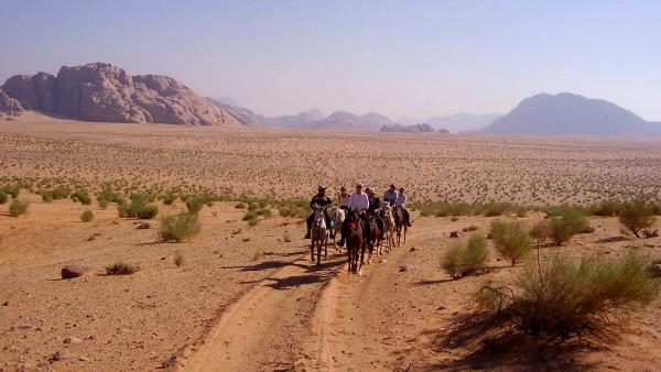 Wie auf dem dem Film Lawrence von Arabien: Die Autorin ritt rund 300 Kilometer kreuz und quer durch den Wadi Rum.