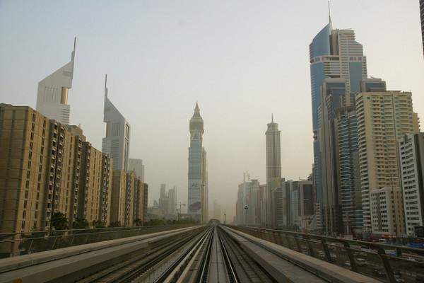 Die Metro erlaubt einen schönen ersten Blick auf Dubai. Foto: Mathias Apitz / Flickr (siehe Anmerkungen unten)