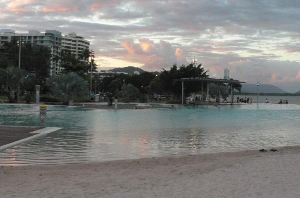 Cairnes: Wer Angst vor Quallen hat, sollte sich lieber in diesem Schwimmbad abkühlen. Foto: Oliver Zwahlen