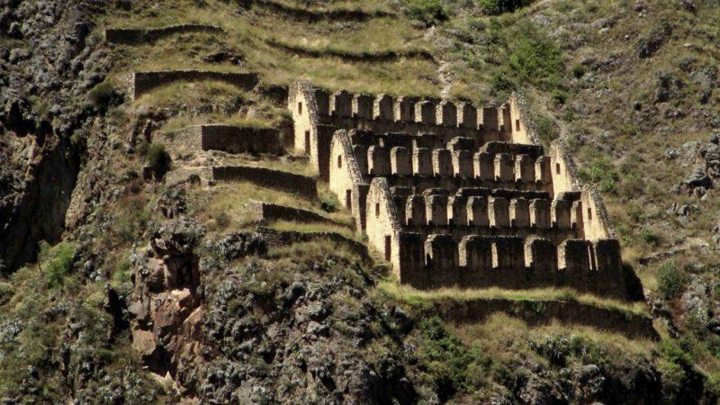 Ruinen am Berghang: In Ollantayamba kannst du die Inkakultur noch immer hautnah erleben. Foto: Sarah Bannholzer
