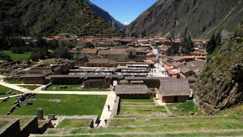 Überblick auf den Stadtkern von Ollantaytambo: In der historischen Inka-Stadt leben noch immer Nachfahren der einstigen Bewohner.