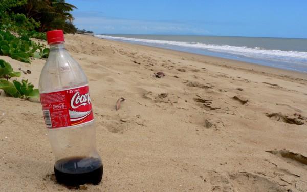 Einsamer Strand in Queensland: Nur meine Colaflasche und ich... Foto: Oliver Zwahlen