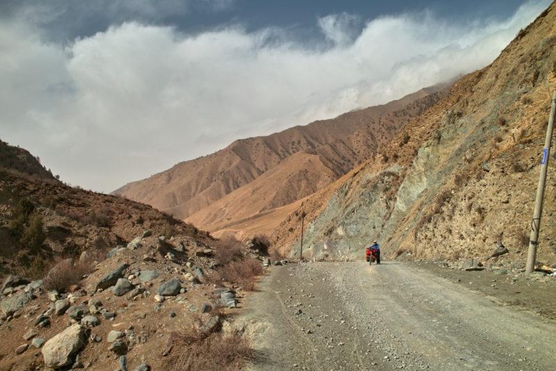 In den Bergen: Route südlich der Taklamakanwüste.