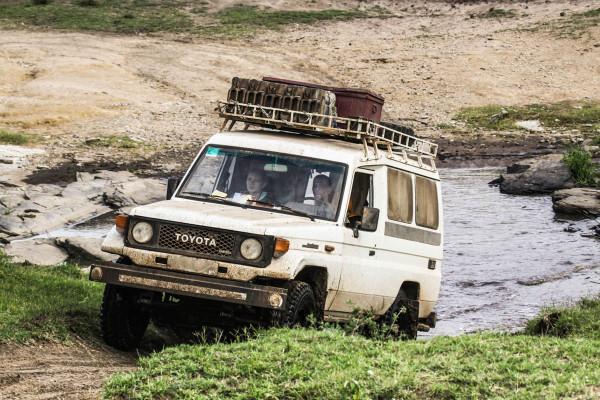 Der Geländewagen gehört in Afrika zu den wichtigsten Fortbewegungsmitteln. Foto: W. Dolder
