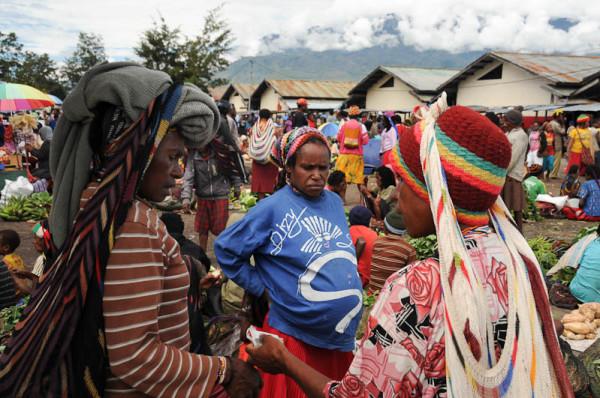 Marktszene in Wamena, der größten Siedlung im Baliem-Tal (Foto: Heiko Meyer)