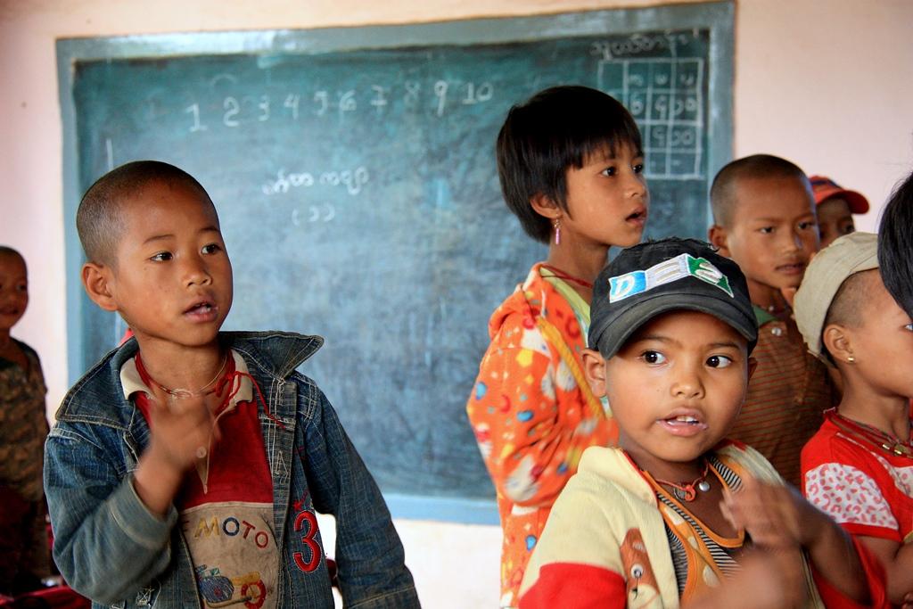 Klassenzimmer in Myanmar: Im Umgang mit Kindern sollten Freiwillige besonders vorsichtig sein. Foto: O. Zwahlen