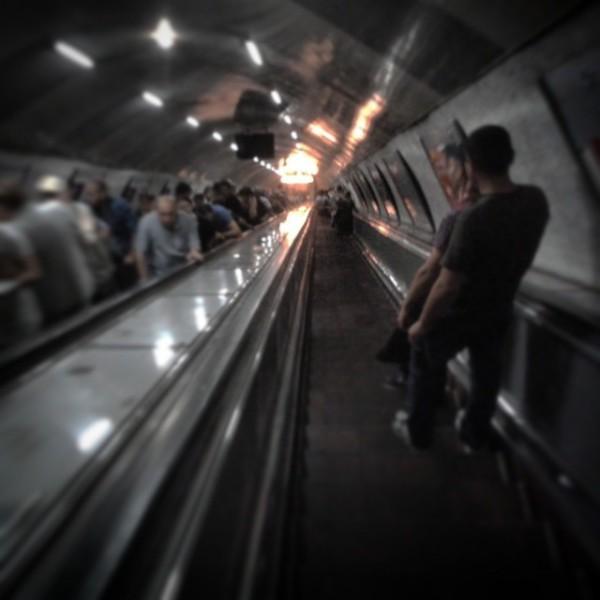 Endlos: Genau zwei Minuten steht man auf der Rolltreppe, bis man den Bahnsteig der Metro von Tiflis erreicht.