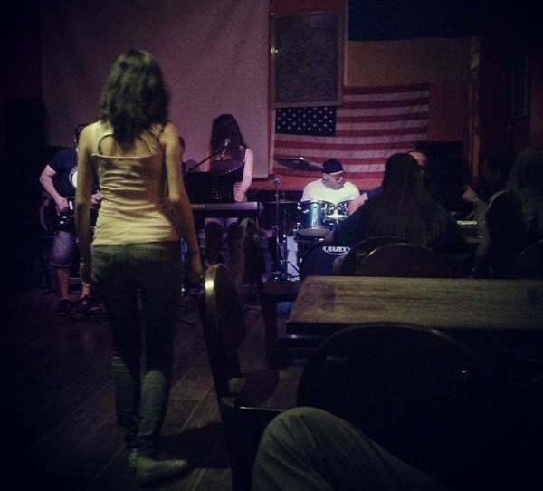 Konzert einer lokalen Rockband.