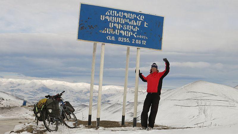 Armenien 2013: Stolz am Gipfel trotz eisiger Temperaturen