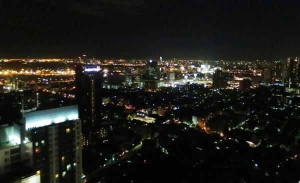Bangkok bei Nacht: Eine grandiose Aussicht bietet die Skybar im Merriott Hotel.
