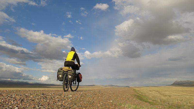 Beschwerlicher Weg: Auf Schotterstrassen zum Song Kul-See auf 4000 Metern in Kirgistan.