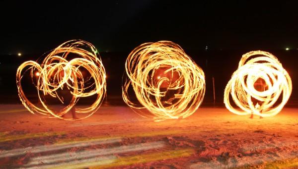Feuershows wie hier am  Sairee Beach im Westen von Koh Tao sind keine Seltenheit.