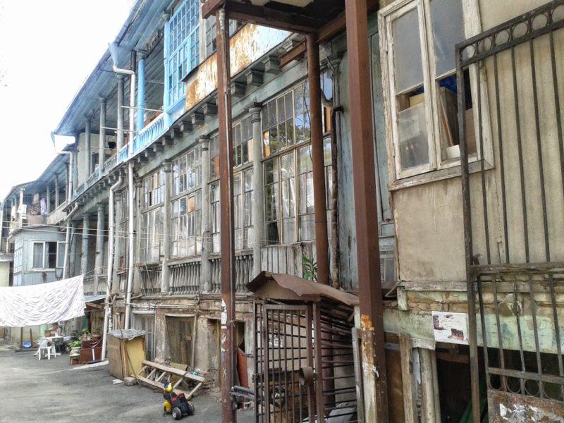 Geschichtsträchtige Wohnhäuser in der Nähe von Marjanishvili.