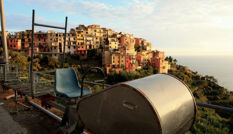 """Winzer bringen ihre Ernte mit dieser """"Monorail"""" nach Corniglia."""