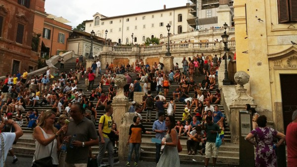 Die Spanische Treppe: Treffpunkt für ganz Rom. Fotos. N. Feldhofer