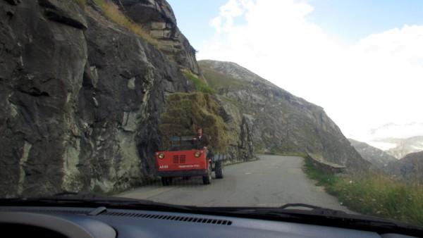 Enge und kurvige Strassen führen hoch zum Iseran-Pass.