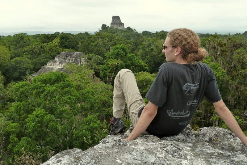 Tiefes Reisen bedeutet auch langsames Reisen und Erleben. Hier in den Ruinen von Tikal in Guatemala.