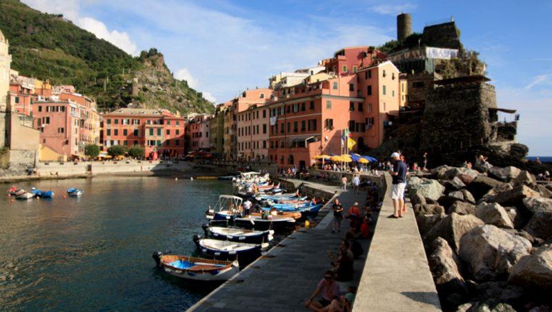 Vernazza: Das Dorf mit einem grossem Hafen, einem Aussichtsturm und einem versteckten Strand.
