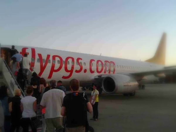 Rückflug: Der Flug von Pegasus verliess Tiflis am frühen morgen.
