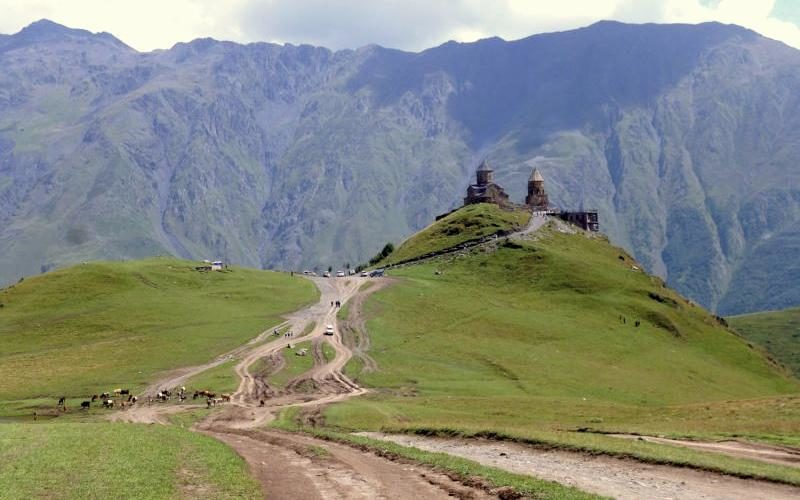 Bekannteste Sehenswürdigkeit bei Kazbegi: Die Zminda Sameba, die Dreifältigkeitskirche. Foto: Christian Jannasch