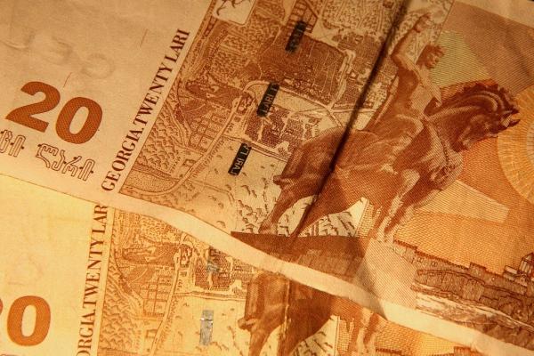 Georgisches Geld: 20 Lari entsprechen rund 10 Euro.